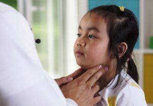 Kabakulağın tanısında kulakların şişkinliği belirleyicidir.