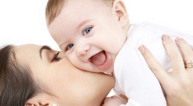 Bebek bakım yağıyla masaj yapan anneler, dikkat!